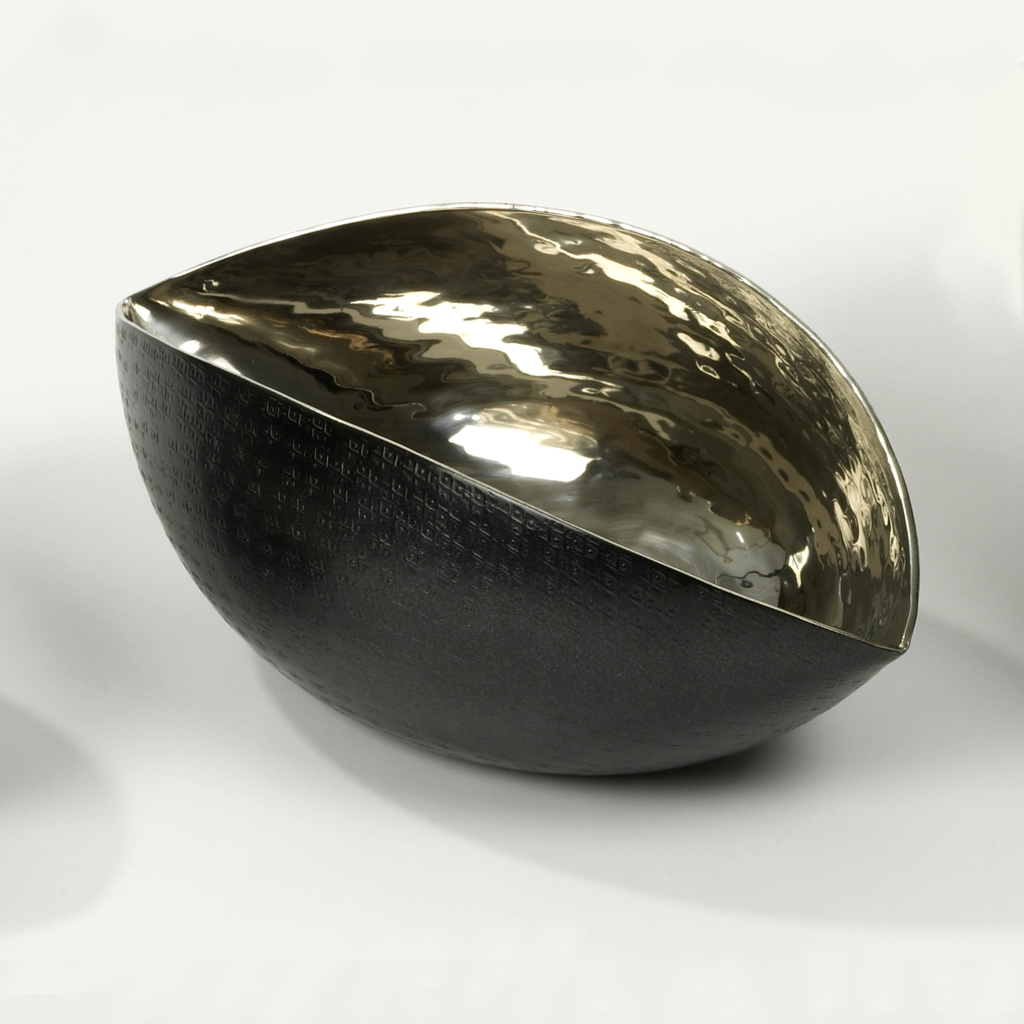 lambert bacello schale aluminiumblech mit struktur au enseite patiniert schwarz matt lackiert. Black Bedroom Furniture Sets. Home Design Ideas