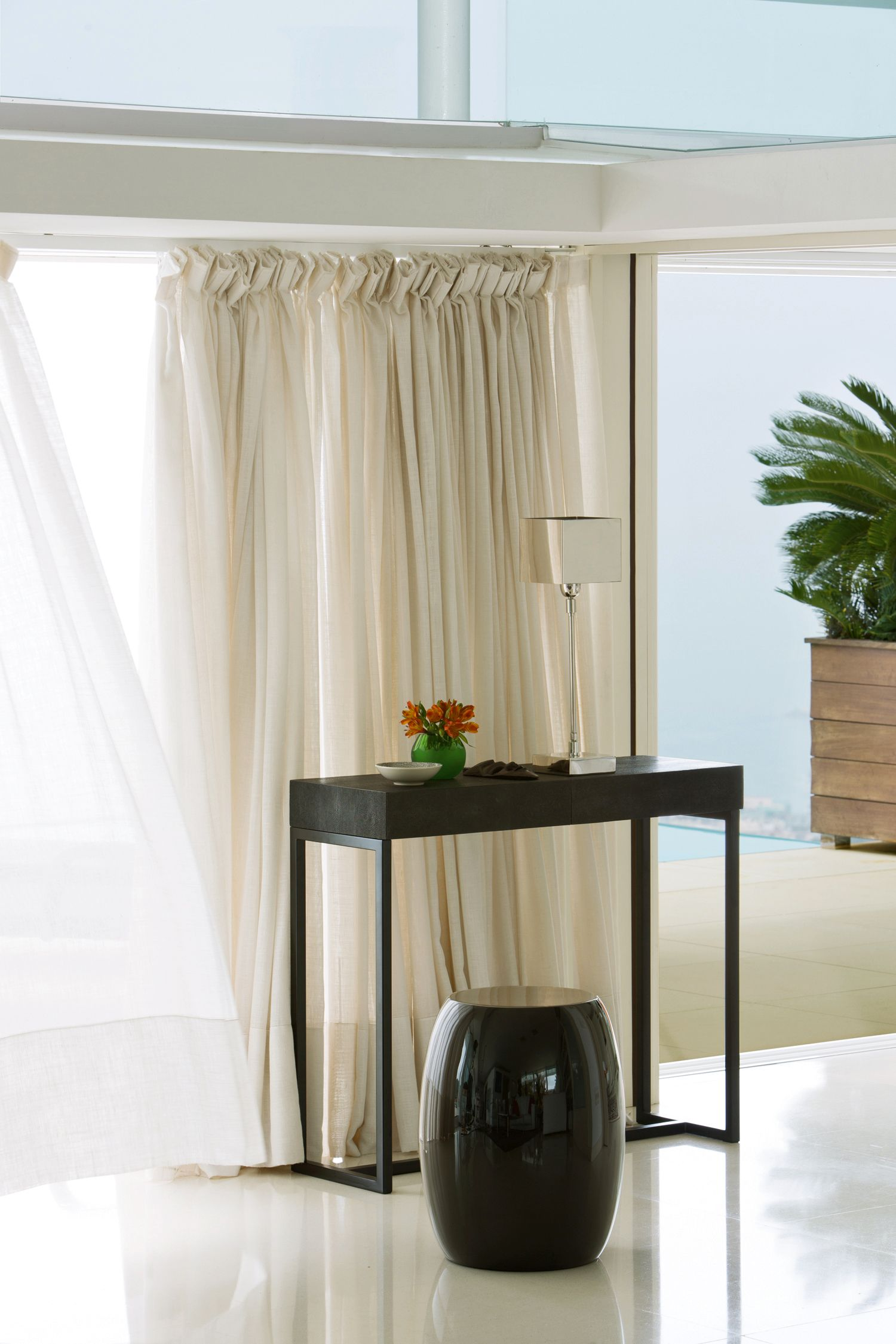lambert keiko hocker chinalack exklusives wohndesign. Black Bedroom Furniture Sets. Home Design Ideas