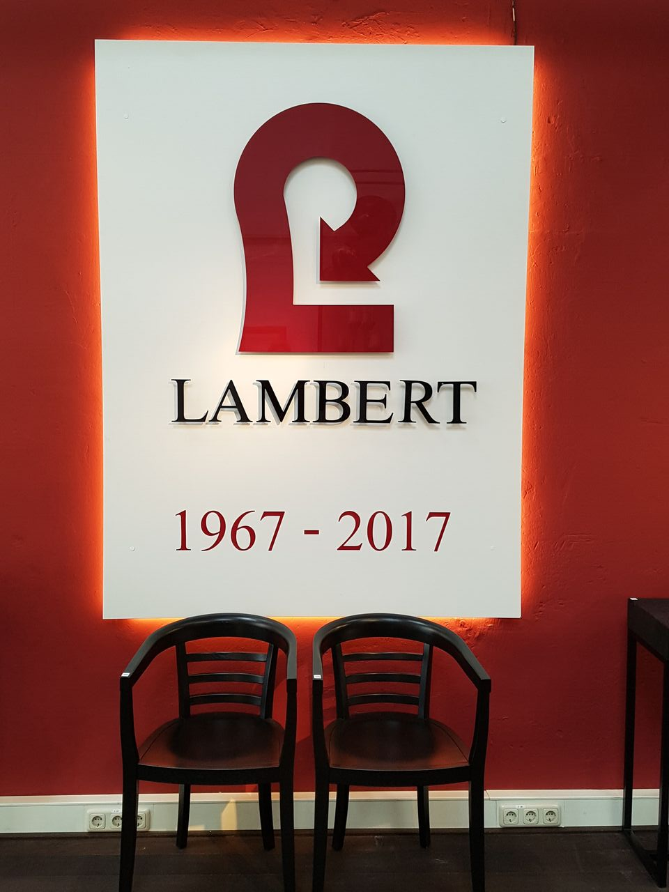 50 jahre lambert julius logo lambert m bel shop exklusives wohndesign. Black Bedroom Furniture Sets. Home Design Ideas