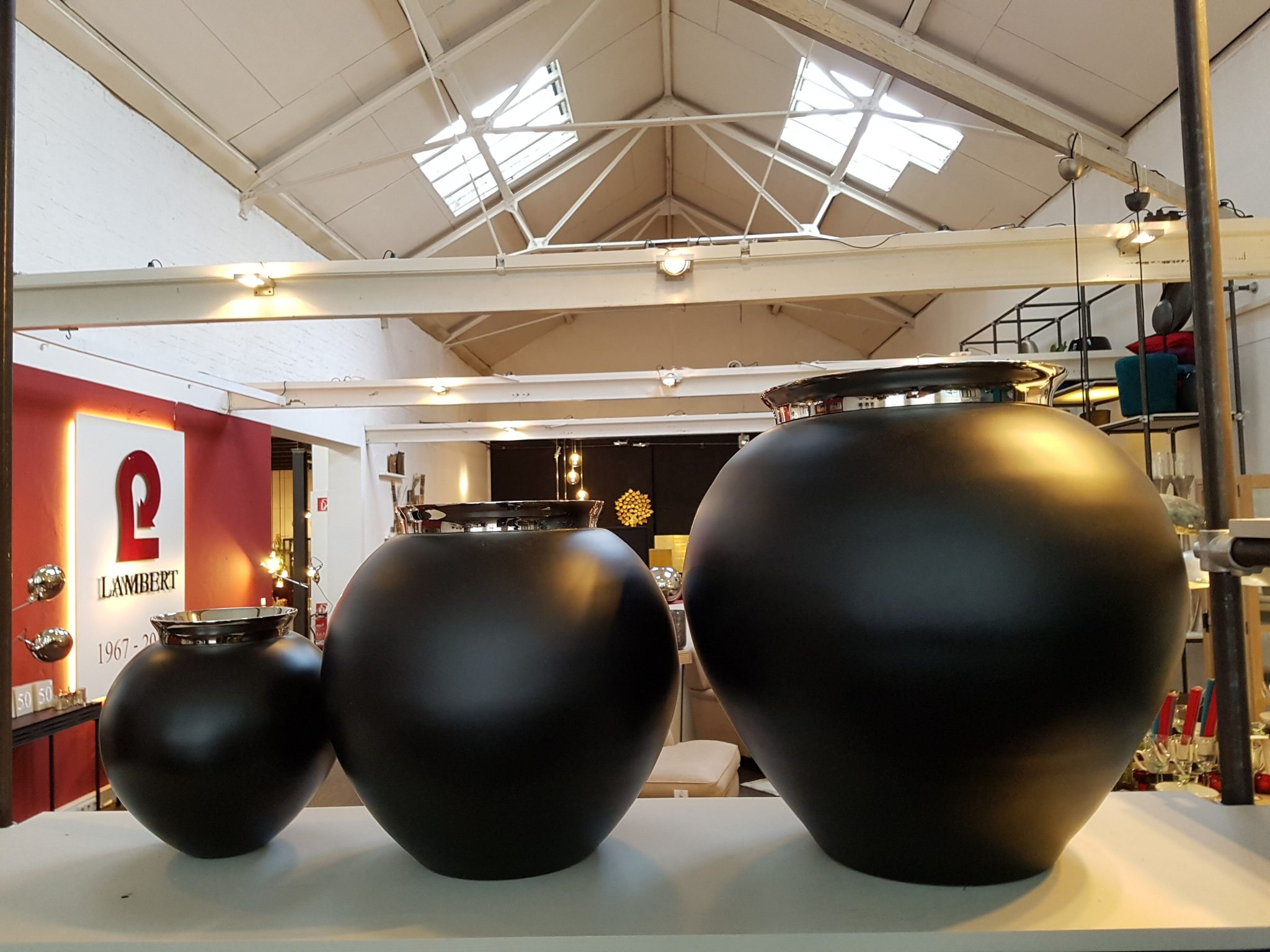 lambert 50 jahre vasen lambert m bel shop exklusives. Black Bedroom Furniture Sets. Home Design Ideas